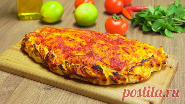 Кальцоне закрытая пицца - итальянский пирог - Best-recipes.ru ИНГРЕДИЕНТЫ ветчина — 130 г. грудинка копченая — 130 г. помидоры свежие (небольшого размера) — 3 шт. лук репчатый — 1 шт. чеснок — 2 зубчика сыр моцарелла...