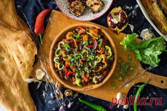 Аджапсандали — грузинский салат из овощей на гриле
