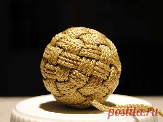 decorative knots in knitting