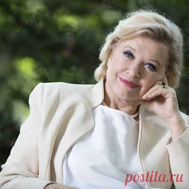 Народная артистка РСФСР-ВалентинаТалызина .