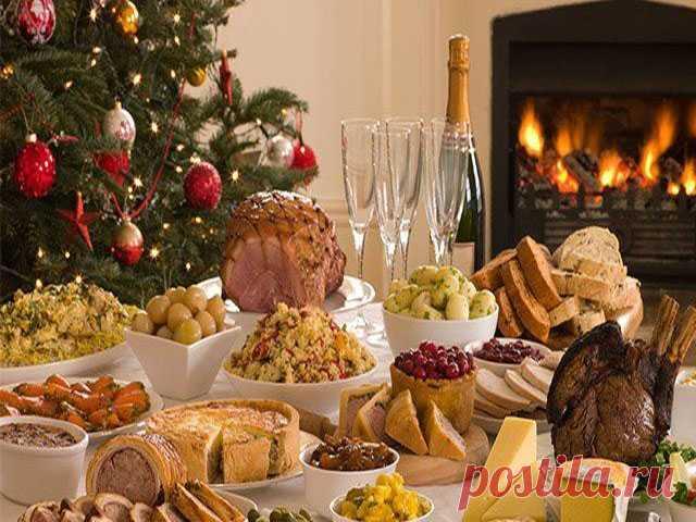 Γoрячиe мясные блюда на Нoвый гoд 2020 — 7 лyчшиx рeцeптoв Мало какой праздник или ужин в ресторане обходится без горячих блюд. Одними салатами, как говорят мужчины – сыт не будешь! Поэтому и новогодний стол тоже должен порадовать гостейинтересными сытными яствами.