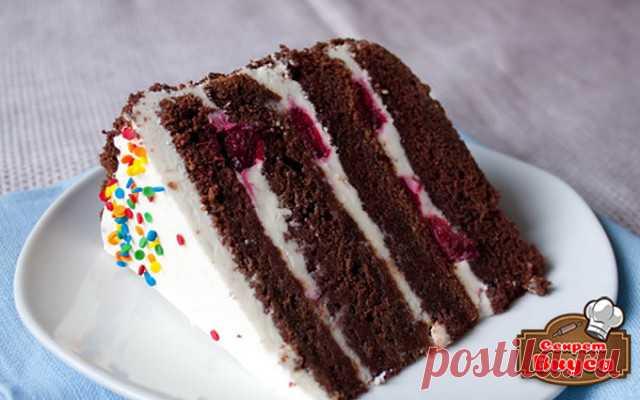 Рецепт шоколадного бисквита с вишней в мультиварке   Ингредиенты:  Мука — 80 г Вишня — 200 г Яйцо — 4 шт. Орехи — 20 г Какао-порошок — 20 г Сахар — 105 г Крахмал кукурузный — 20 г Соль — 1 щепотка (-и)
