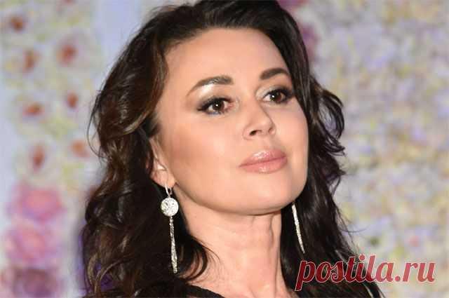 Актриса Анастасия Заворотнюк. Досье АиФ.ru приводит биографию заслуженной артистки России Анастасии Заворотнюк.