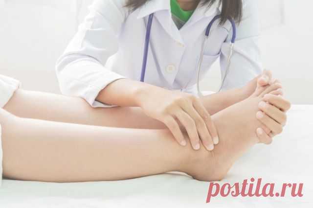 Почему развиваются отёки нижних конечностей Здоровые ноги не подразумевают отеков, припухлостей и тяжести. При этом летом именно такие симптомы становятся частыми спутниками человека. Почему же развивается отечность и как с ней бороться?