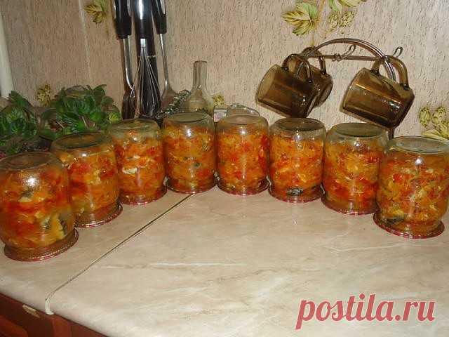 Скумбрия  с овощами . 6 скумбрий, 1 кг лука, 1,5 кг моркови, 2 кг помидор, соль 2 ст. ложки без горки, сахар 180 гр., раст. масло 1 стакан, перец, лавровый лист. Лук порезать, морковь через терку, добавить масло, соль, сахар и тушить 10 мин. Затем добавить порезанные помидоры и еще тушить 15 мин. Добавляем скумбрию порезанную кружочками по 1 см ( я хребет отделяла и резала примерно по 5 см), перец, лаврушку и варить 1,5 часа. В конце варки добавить 2 чайн. ложки уксуса 70%...