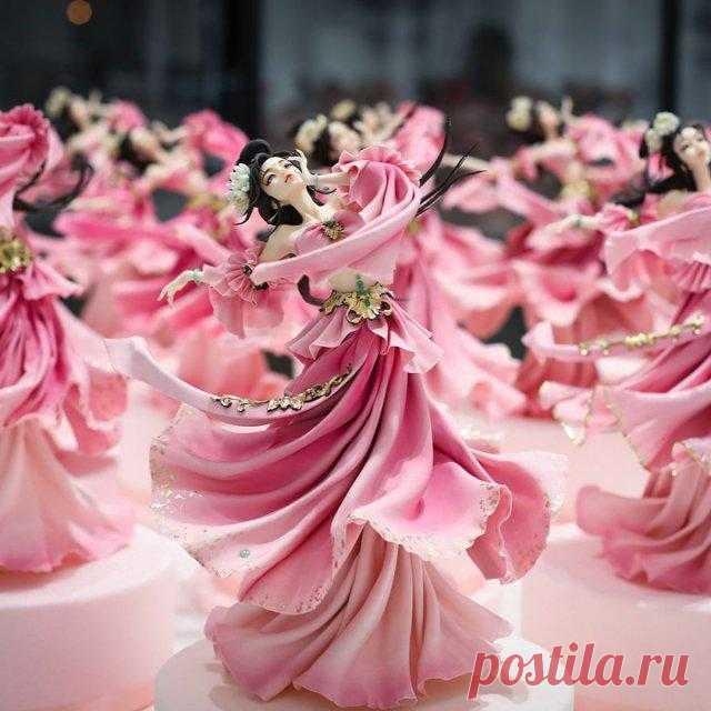 Китайский кондитер создаёт украшения для тортов, которые выглядят, как фарфоровые куклы Торты уже давно перестали быть просто десертом, которым угощают гостей в особых случаях. Сегодня они стали настоящими съедобными произведениями искусства, восхищая всех мастерством и талантом своих со...