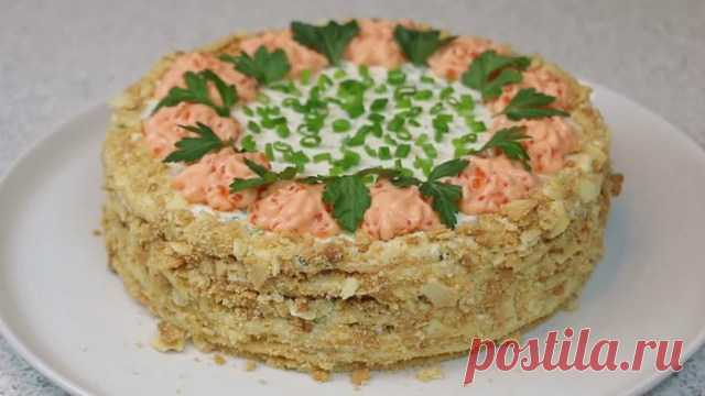 The NAPOLEON snack cake with red fish.