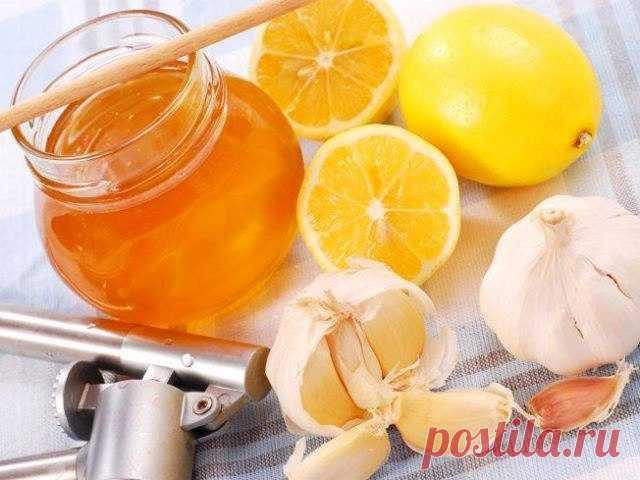 Que nos curan: ¿la miel, el limón y el ajo, si ayudan los medios de abuela contra el resfriado?   el Diablo toma Unos cuentan que la vitamina C puede sanar de todo, incluso el cáncer, otros llaman las pastillas en las farmacias \