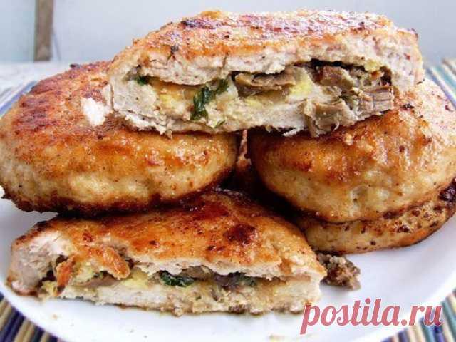 Зразы из куриной грудки с грибами и яйцами Очень простое и сытное второе блюдо, которое отлично сочетается практически с любым гарниром!
