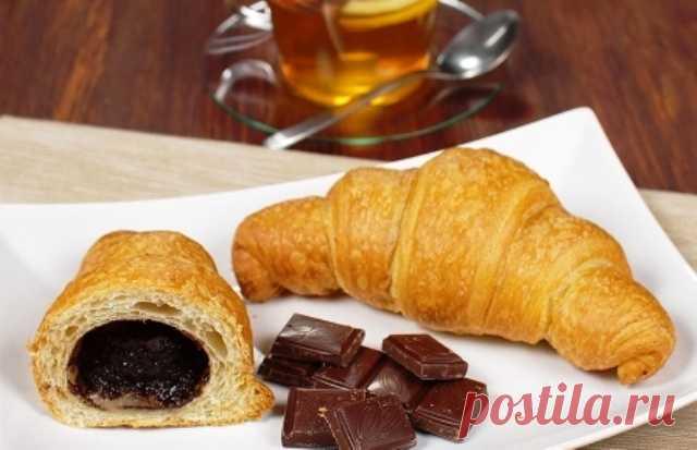 Круассаны с шоколадом из слоеного теста: приготовление