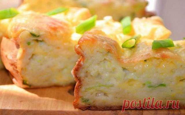 Запеканка из кабачков с сыром - 100 меню на каждый день Сегодня готовим запеканку из кабачков с сыром. Очень вкусное блюдо. Запеканка, приготовленная из молодых кабачков может стать отличным семейным блюдом. Готовить ее просто и легко. Запеканка из кабачков...