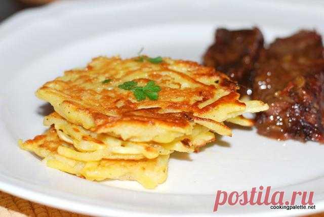 De patatas latkes – el plato tradicional hebreo, que es aceptado dar en Hanuku. ¡Hanuka ya hace mucho ha acabado, pero acaso algo impide preparar y gozar de este plato milagroso ahora!