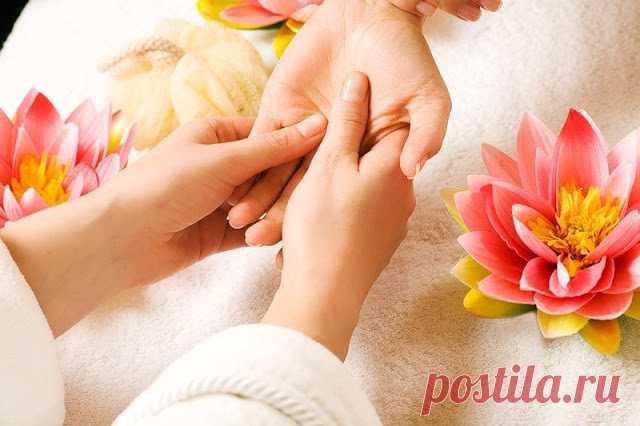Массаж рук для вашего здоровья  УЛУЧШИТЬ САМОЧУВСТВИЕ ПОМОЖЕТ МАССАЖ РУК  Процедура массажа – не только одна из самых расслабляющих, но и самых полезных в мире. В древние времена ее использовали в качестве профилактики и лечения ра…