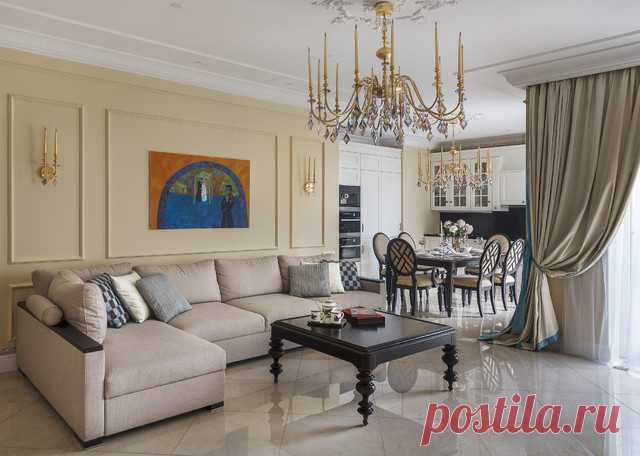 В этой квартире современные предметы совершенно не выбиваются из классической стилистики, наоборот, еще больше раскрывают её: хрустальный свет, винтажный стул из театральной гримерки и современная живопись »