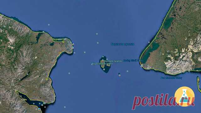 Наверное самые забавные острова в мире. Посредине между Чукоткой и Аляской находятся Острова Диомида. Один из них принадлежит России, в то время как другой принадлежит Америке. Так сложилось, что между этими островами проходит граница, но самое главное это смена часового пояса. Таким образом разница во времени между островами, которые находятся на расстоянии 4 км друг от друга, составляет 12 часов.