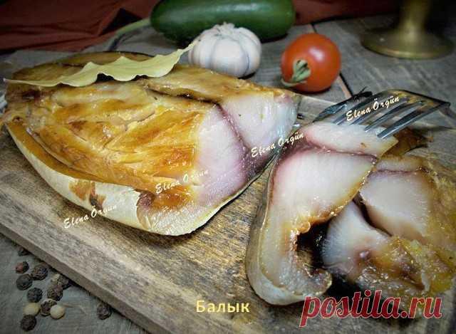 Балык из скумбрии  Балык из скумбрии получается необыкновенно вкусным. Плотненькая, жирненькая, малосольная мякоть рыбы прекрасно режется, поэтому такая скумбрия станет отличной закуской или дополнением к различным салатам. Готовится балык достаточно быстро и нехлопотно.  Можно взять скумбрию или ей подобную рыбку.  Итак--почистить рыбку и разрезать на 2 филе,хорошо промыть и хорошо обсушить бумажными салфетками.  Приготовить посолочную смесь:2 ст.л. соли,1 ст.л. сахара,1 ...
