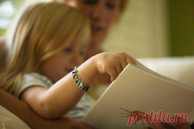 Советы по воспитанию детей от Матери Терезы 1. Будьте внимательны к тому, что вы им говорите. Взрослые недостаточно контролируют свои высказывания, когда разговаривают с детьми. Некоторые, обращаясь к ребенку, называют его лентяем, глупцом, бездарью. Этим взрослые — родители и воспитатели — часто губят детей. Дети, поддаваясь внушению, через некоторое время действительно становятся нелюбознательными, ленивыми и неспособными. 2. Не надо пугать детей чудовищами, волками, полицией. Это не сделает…