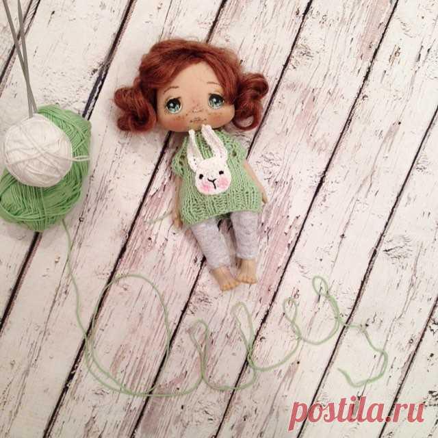 У куколки будут сменные наряды;) как наиграюсь с ней так и можно будет ее купить, скорее всего будет аукцион;) Доброго вечера! #кукла #куклы #купить #куколка #ручнаяработа #авторскаякукла #авторскаяработа #dolls #doll #artdoll #textilledoll