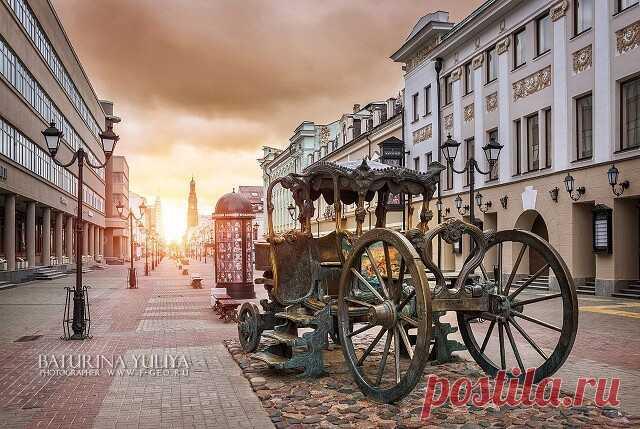 Казань — столица Республики Татарстан, один из самых многонациональных городов России, который называют «перекрестком Востока и Запада», в рекламе не нуждается, она давно стала хорошо узнаваемым брендом. Кстати, город имеет и официально зарегистрированный бренд — «Третья столица России».   Фото: Юлия Батурина