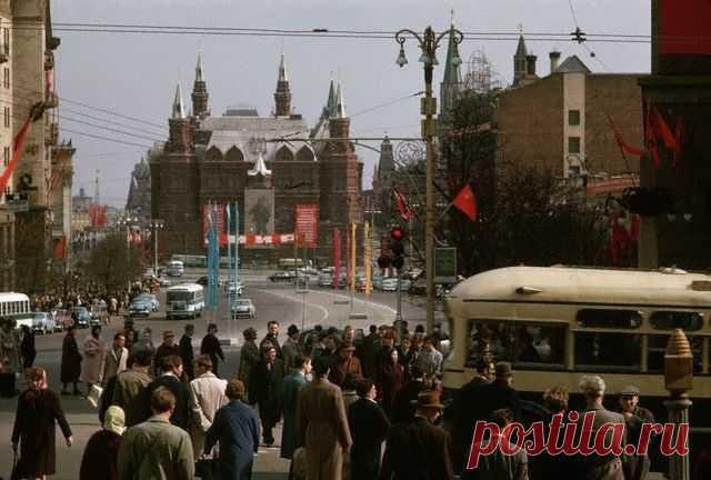 Признаки, по которым иностранцы узнавали советского человека   Русская семерка