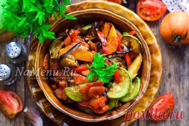 Теперь готовлю только так. Овощное рагу с кабачками, баклажанами и картошкой Ингредиенты: - кабачки - 1 шт.; - баклажаны – 1 шт.; - картофель – 3 шт.; - сладкий перец – 1 шт.; - помидоры – 2 шт.; - чеснок – 2 зубка; - лук – 1 шт.; - морковь – 1 шт.; - масло растительное – 70 мл; - соль, перец – по вкусу Баклажаны и кабачки нарезать пластинами 🥕Лук нарезать полукольцами, морковь брусочками 🥔Картофель нарезать брусками, порциями обжарить на растительном масле Морковь и лук...