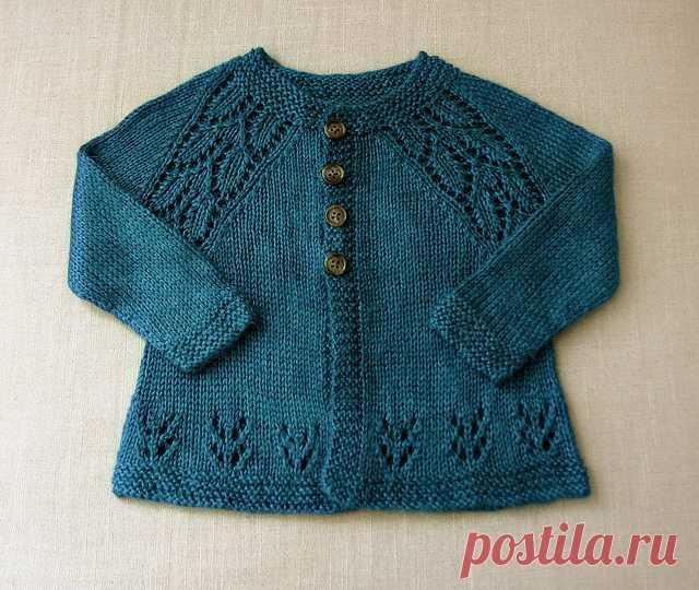 La blusa para los recién nacidos con las líneas chinés del raglán y la parte inferior