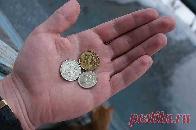 ДЕНЬГИ НА ПОРОГЕ  Чтобы в вашем доме всегда водились деньги,спрячьте под половик три новых блестящих монеты по 10 рублей и произнесите слова: