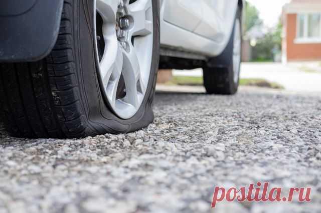 Пикник на обочине. Как быть, если повредил сразу два колеса? Изрытые выщербинами дороги представляют опасность для шин и дисков автомобиля. Иногда могут спуститься сразу два колеса, и машина оказывается обездвиженной. Как быть в этом случае?
