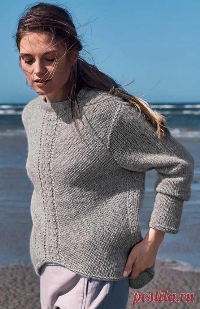 Пуловер с центральным узором из кос спицами