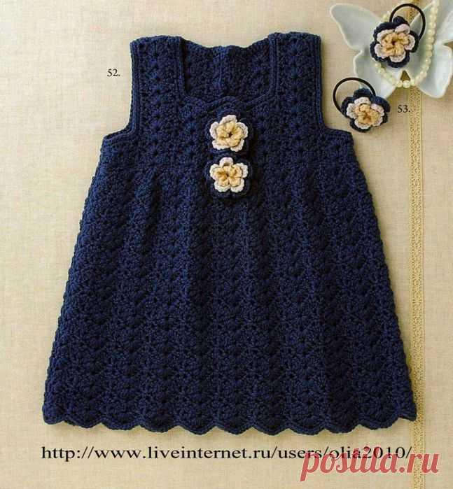 Темно синее платье на малышку.