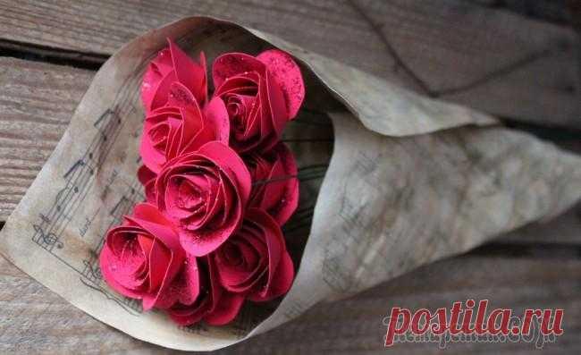 Как сделать розу из бумаги своими руками: 4 простые техники Роза из бумаги – это отличный предмет декора, который можно сделать своими руками, используя простые техники.  Бумажные розы способны сделать домашний интерьер уникальным и оригинальным и внести в нег…