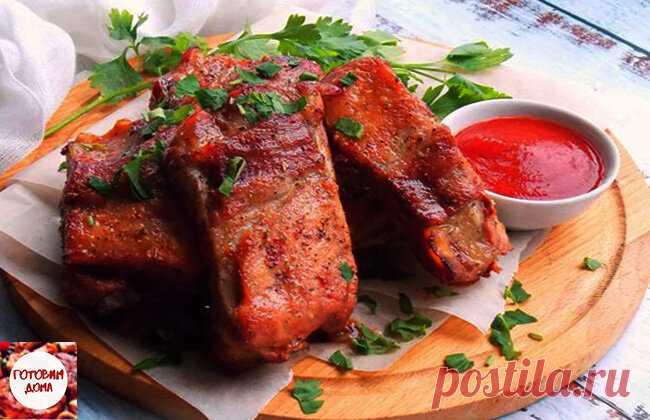 Запечённые свиные ребрышки в томатном маринаде