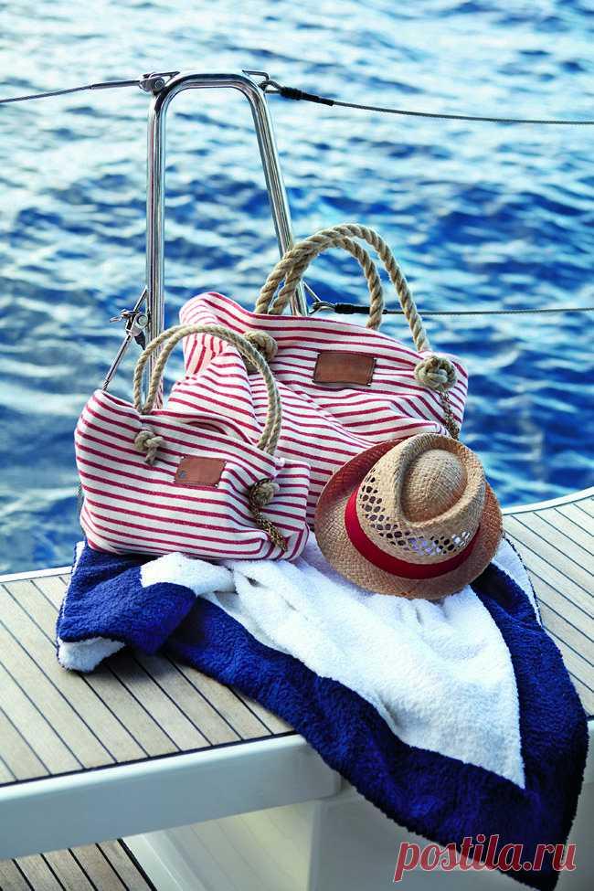 Трикотажная пляжная сумка своими руками В этих симпатичных полосатых сумках большим и маленьким русалкам действительно хватит места для всех пляжных аксессуаров. А как их сшить, узнаете из нашего мастер-класса. Вам потребуется: трикотажное ...