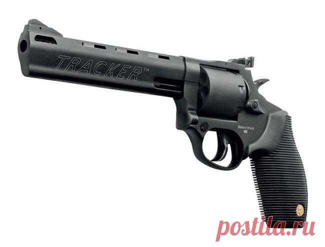 Las novedades del arma 2018: el revólver Taurus Multikalibernyy 692 Todavía antes del comienzo de una de las exposiciones mayores del arma y el equipo SHOT Show en Las Vegas, muchos productores anunciaban las novedades. No se hacía la excepción y la compañía Taurus brasileña, que dobav...