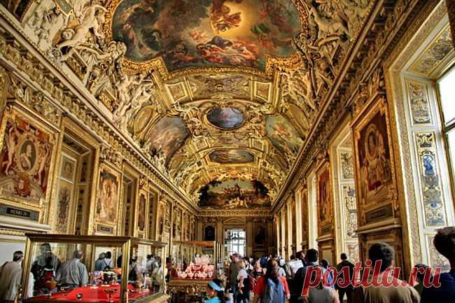 Interactive travel on Louvre. Virtual excursion