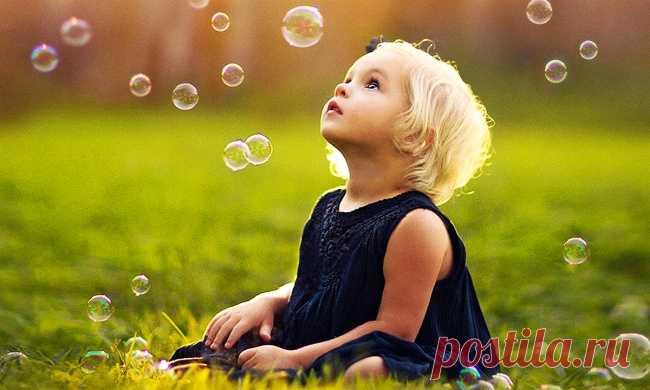 7 ошибок родителей, которые мешают детям стать лидерами Эксперт по лидерству, автор психологических бестселлеровТим Элморза время своих исследований вывел типичные ошибки родителей, которые заранее программируют в детях неуверенность и ограничивают их шансы достичь счастья.    Элмор …