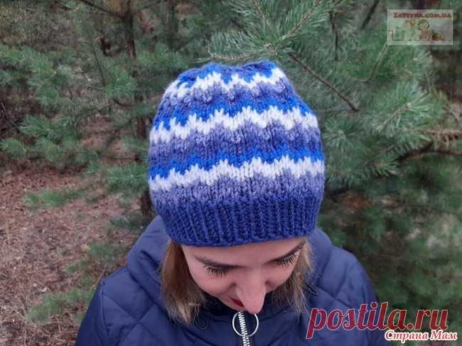 Женская шапка узором «Ленивый жаккард» Если у вас собрались остатки пряжи, предлагаю связать женскую шапку спицами узором «Ленивый жаккард». Шапка вяжется легко, быстро и просто, без швов, получается теплой и удобной.