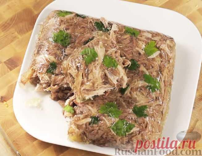 Холодец (студень) — блюдо из застывшего до желеобразного состояния мясного бульона