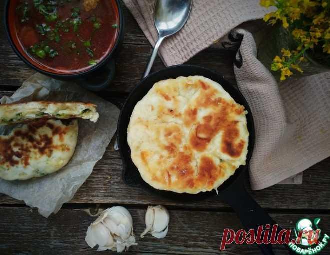Сырные лепёшки с луком и яйцом – кулинарный рецепт