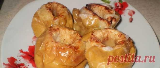 Печеные яблоки в духовке быстрый рецепт с начинкой и без Печеные яблоки в духовке – это само яблочное наслаждение! Традиционно, яблоки запекают целиком, при этом, их иногда, фаршируют чем-нибудь. Можно, также, разрезать плоды пополам.