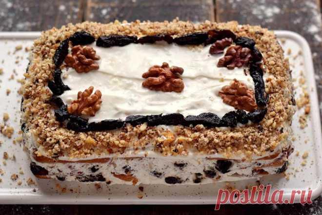 Торт без выпечки с черносливом и грецкими орехами