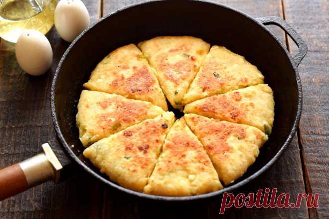 Творог + сыр = обалденный завтрак за 15 минут без возни и проблем (делаю вместо сырников и оладий) - Женский журнал Вкуснейшие, ароматные творожно-сырные лепёшки, которые, очень удобно готовить к завтраку. Делается всё быстро, что очень немаловажно с утра. Сыр можно взять любой: плавленый, как у меня, или твердый/полутвердый....