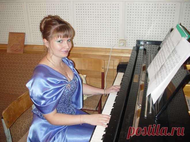Играет Виктория Архангельская. Плэй-лист на vk.com