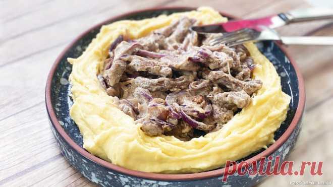 Бефстроганов из говядины - рецепт за 30 минут Что может быть вкуснее нежного мяса в сливочном соусе с идеальным картофельным пюре? Это любят и дети, и взрослые. Бефстроганов из говядины - быстрый рецепт, всего за 30 минут.СМОТРИТЕ ТАКЖЕ:▶ Говядина рецепты▶ Блюда из КартофеляИнгредиенты: Картофель - 400 г.Говядина (биточная часть или...