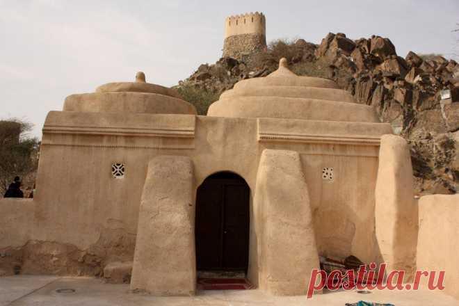 Самая древняя мечеть в ОАЭ находится в эмирате Фуджейра.
