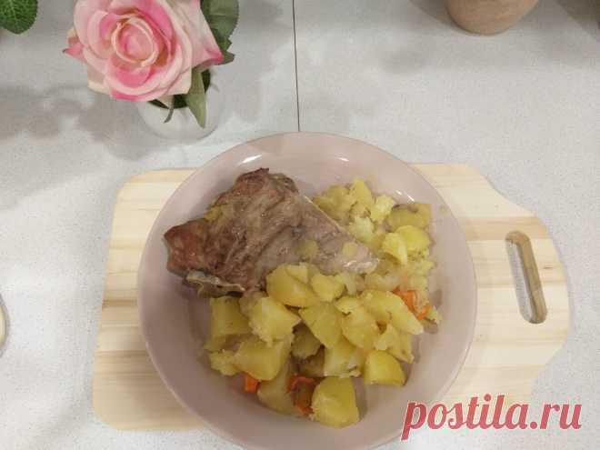 Рецепт свиных ребрышек с картошкой. Приготовление 1 час, стоимость 70 рублей, ужин для 4 человек | Деревенские дела | Яндекс Дзен