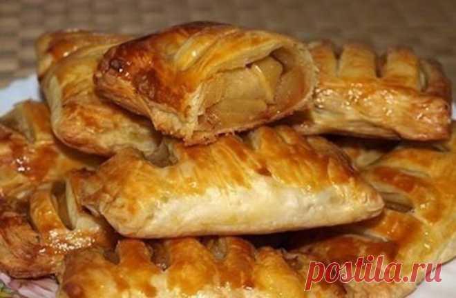 Слойки с яблоками: нежное тесто и сочные яблочки    Классный вариант для выпечки на выходных!          Ингредиенты:-Слоеное пресное тесто — 0,5 кг;-Яблоки — 4 шт;-Яйцо — 1 шт;-Сахар — 50 гр;-Масло сливочное — 30 гр;-Корица. Приготовление:Сначала при…