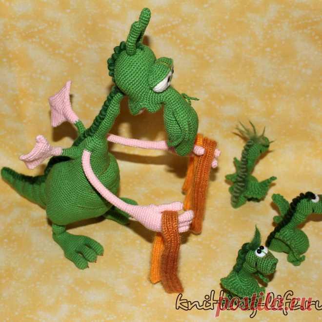 Многодетный папаша. Стихотворение про многодетного папашу, которому сложно с тремя детьми. Игрушка связана крючком. #дракон #крючок #игрушка #вязанаяжизнь #вязание #вязаныйдракон #амигуруми #амигурумидракон #вязанаяигрушка