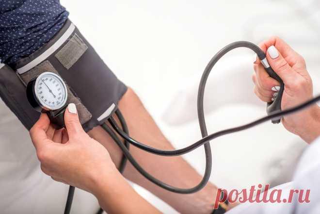 Преимущества измерения собственного артериального давления Единственный способ постоянно следить за своим кровяным давлением - это использовать тонометр. Но будьте осторожны, если собираетесь приобрести его,