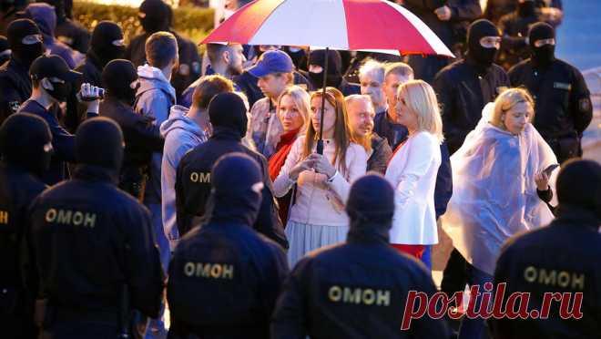 12.09.20-На «женском марше» в Минске ОМОН задерживает протестующих ОМОН начал задерживать участниц «женского марша» в центре Минска. Об этом сообщает РИА «Новости» .